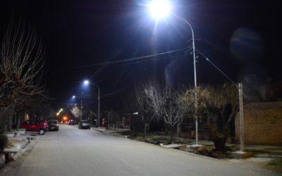 Nuevas luminarias LED en diferentes barrios del departamento