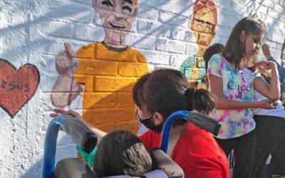 Se realizan murales en honor al Día de la Lengua de Señas